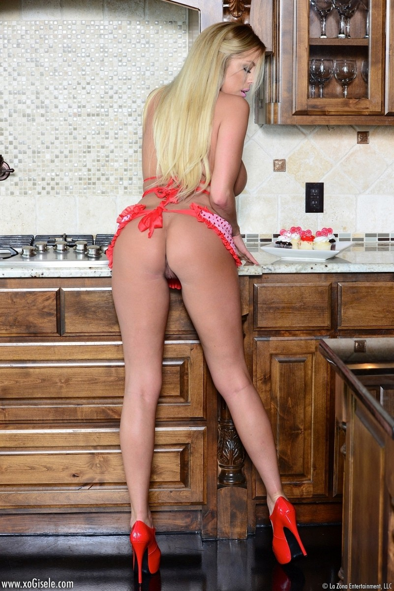 Xo Gisele In A Sexy Pink Apron-4594