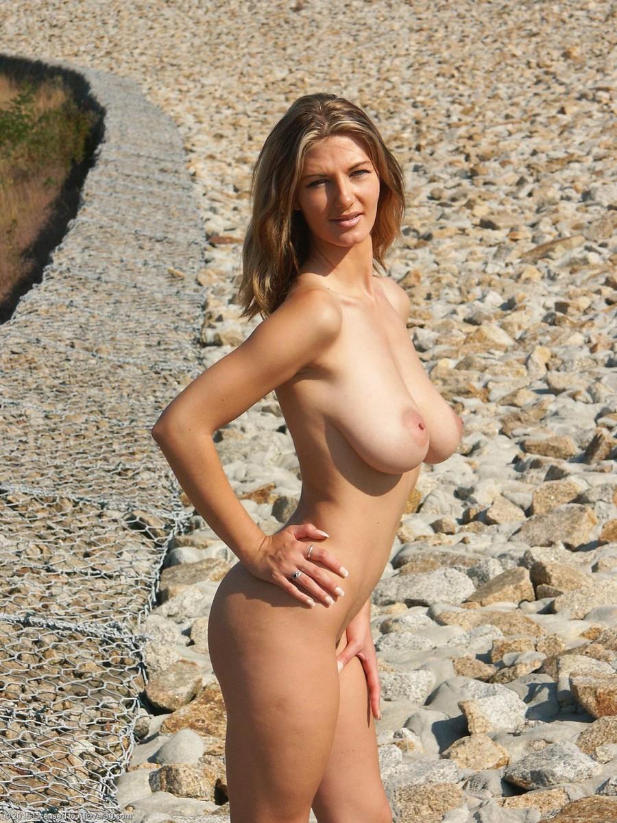 Lovely Vanessa Naked On Rocks