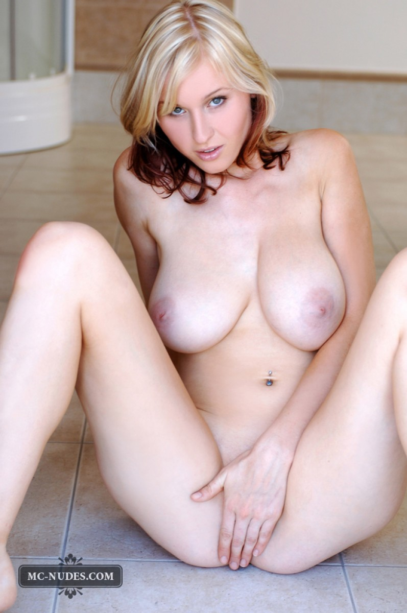 Petra Mis Naked On The Floor-4818