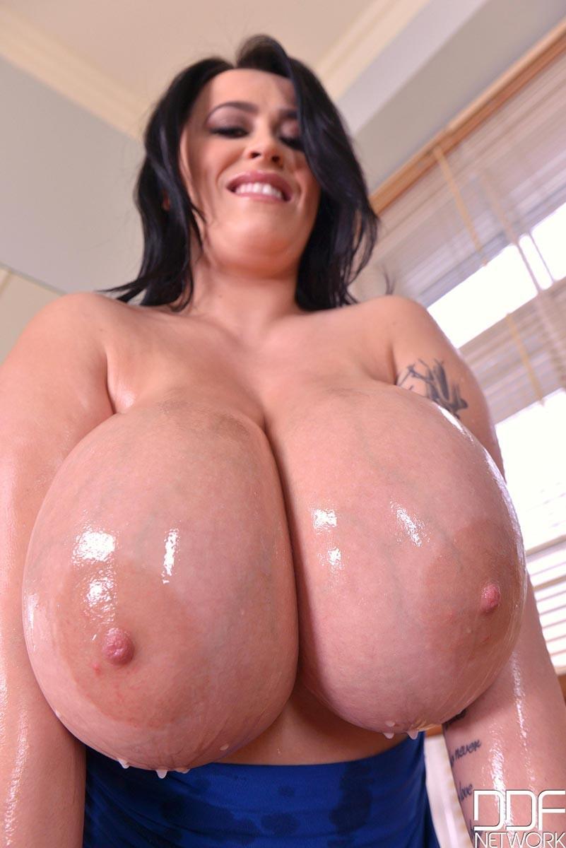 Big oiled tits pics