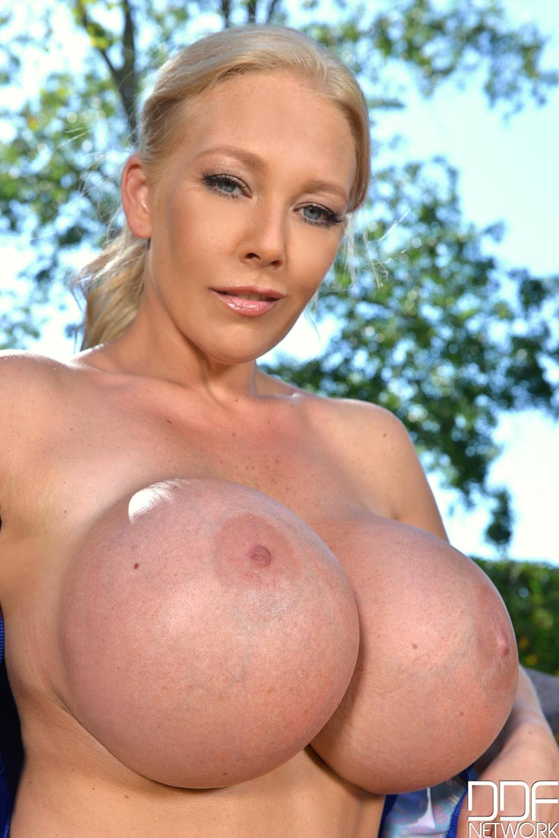 Blonde Milf With Huge Fake Tits-5284