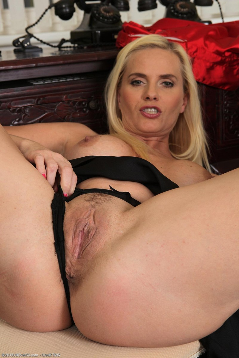 Lilly Peterson Rock Hard Cougar Toying-3193