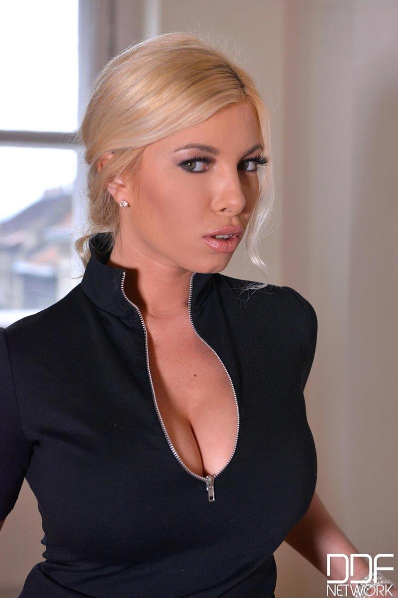 Hot Blonde Big Tits Cam