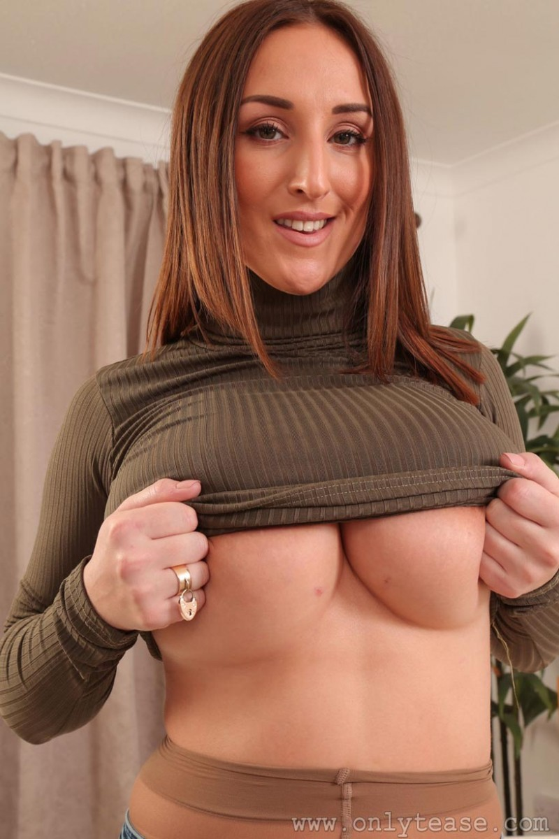 Stacey Poole Strips Off Her Jeans-3397