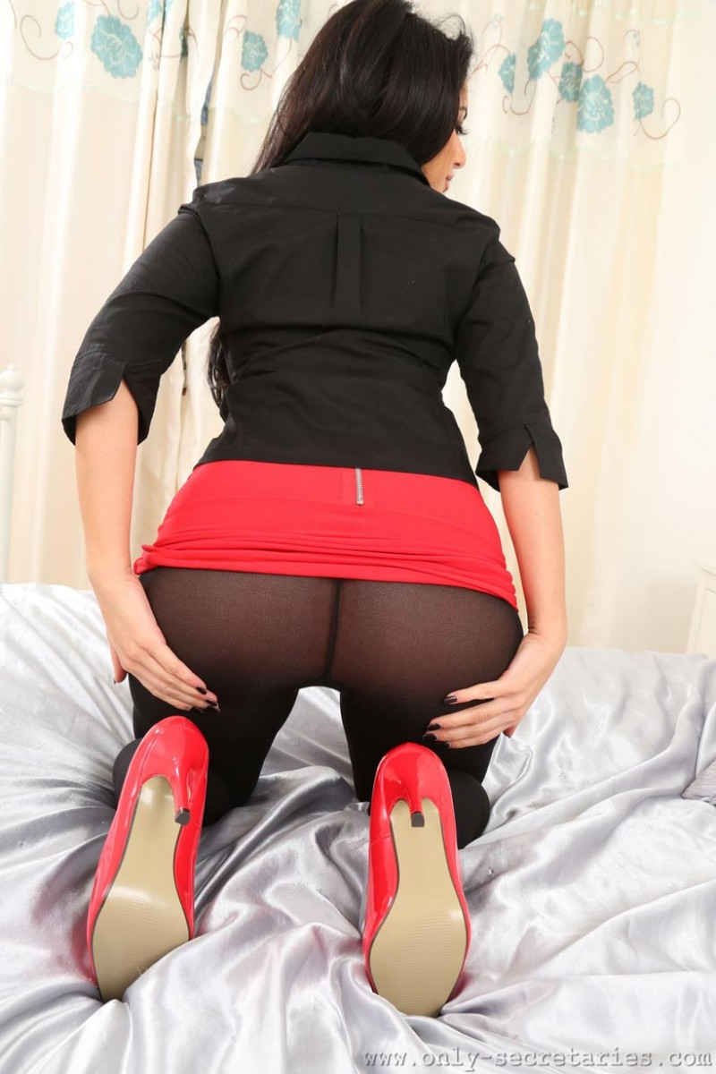 Charlotte Springer Big Butt In Black Pantyhose-9395