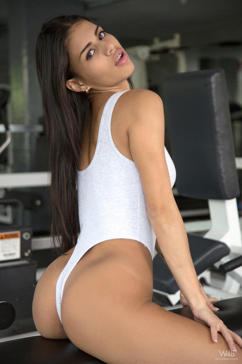 Denisse Gomez Masturbates In The Gym-4334