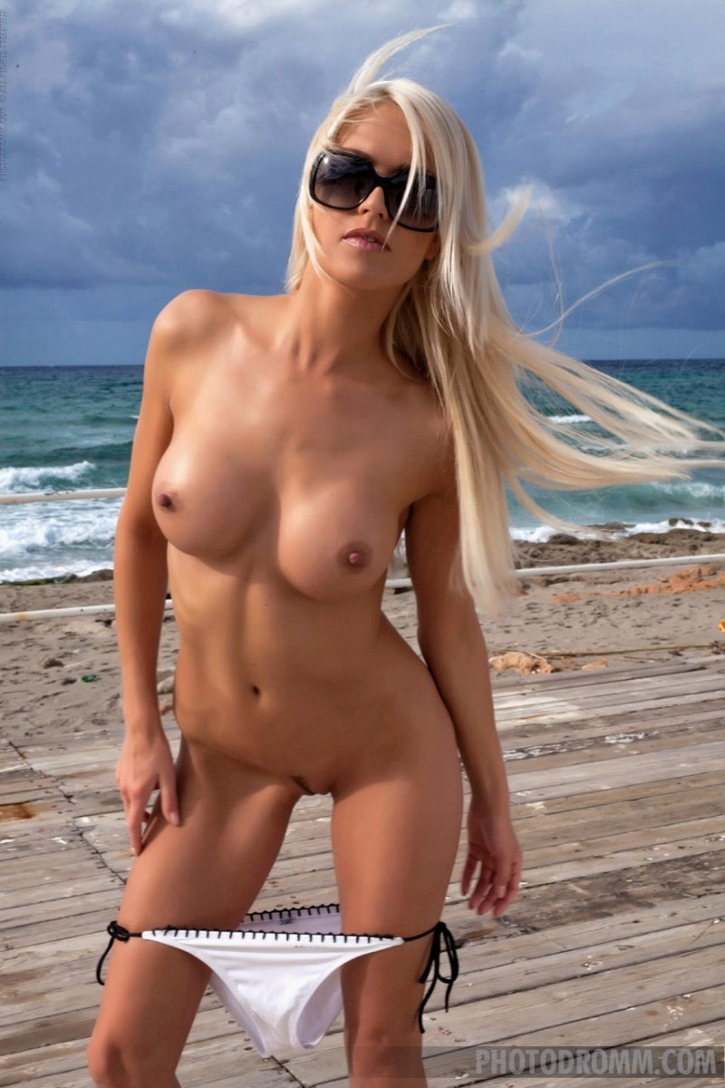 Beach Nude Hotties