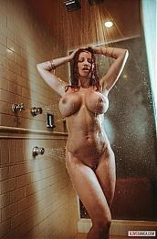 bianca beauchamp shower fun
