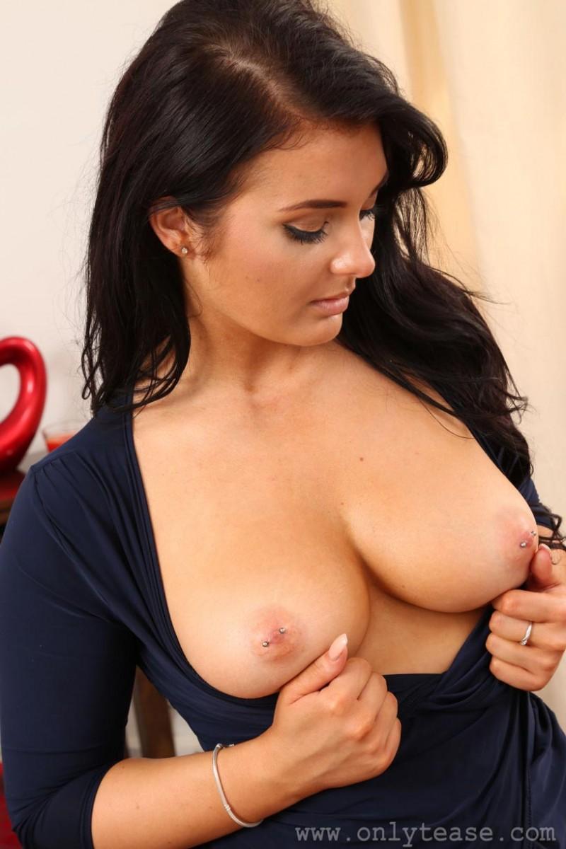big Nude tits brunette