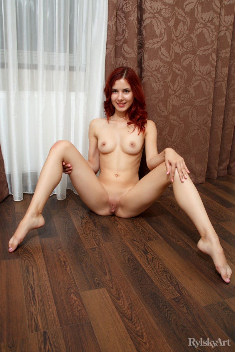 Gorgeous nude woman