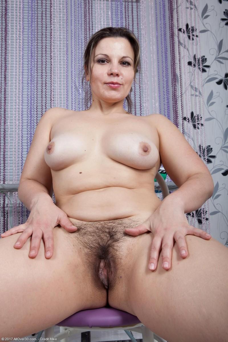 Ellariya Rose Thick Wife Posing Naked-2663