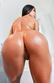 Inna Sirina Is Oiled and Sexy