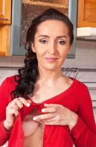 Di Devi Hot Wife in the Kitchen