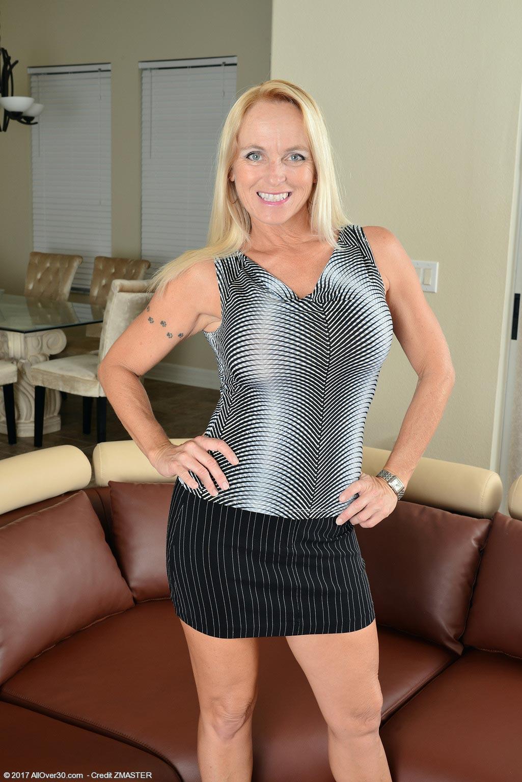 Porn aunt caught handjob