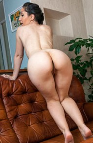 Di Devi Horny Toned Housewife