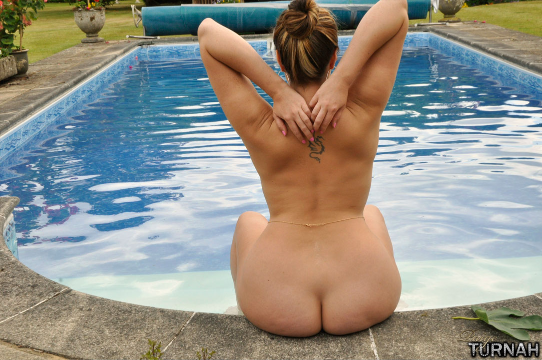 Paige Turnah In The Pool-9583