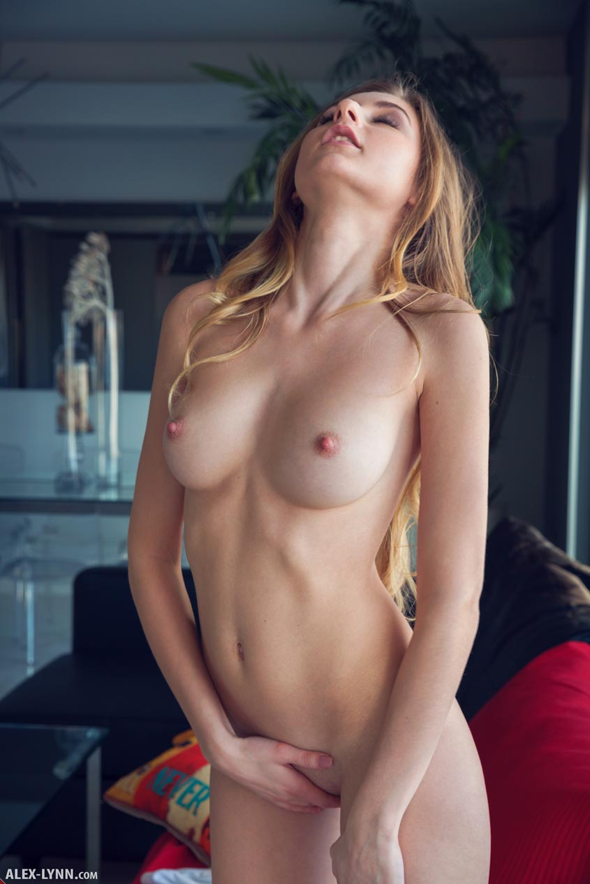 amelia beautiful boobs