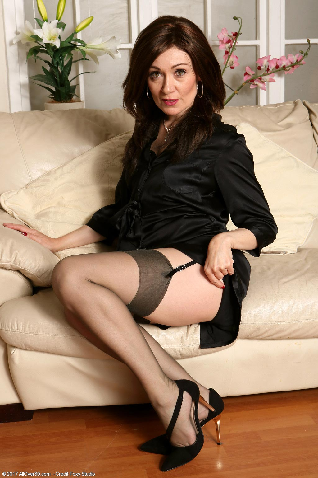 Old mature brunette stockings but the lady 6