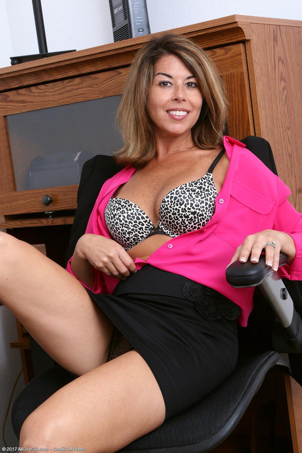 Niki Busty Office Milf-7348