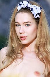 Xana D Nude Outdoor Girl
