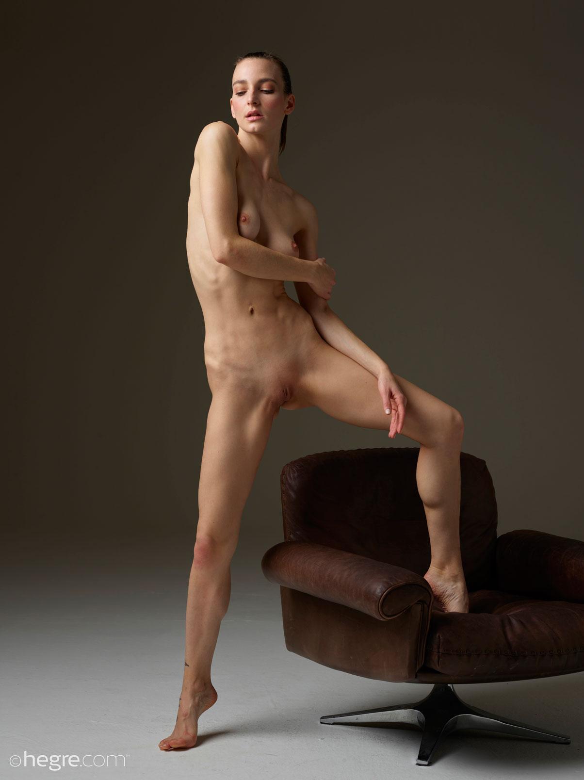 Slut nude gym brunette