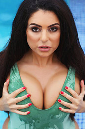 Charlotte Springer Curvy Babe in the Pool