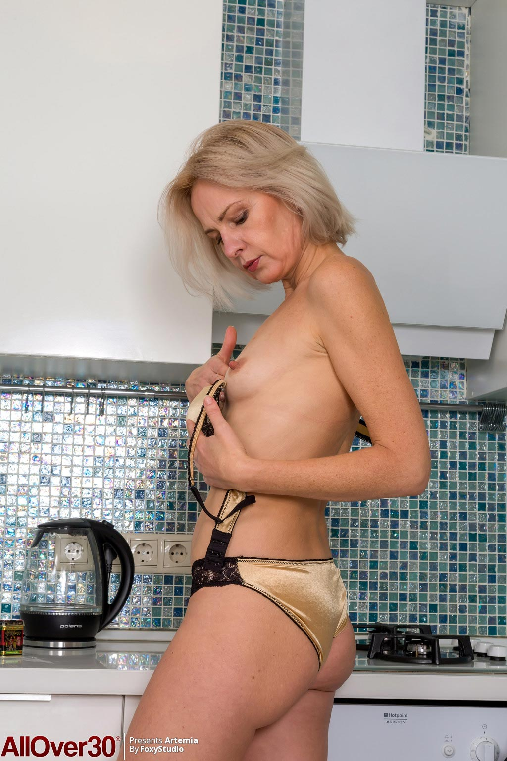 Artemia Mature Wife In The Kitchen-8099