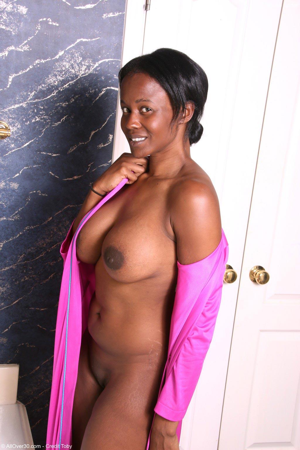 Brooke Carter Ebony Taking A Bath-5034