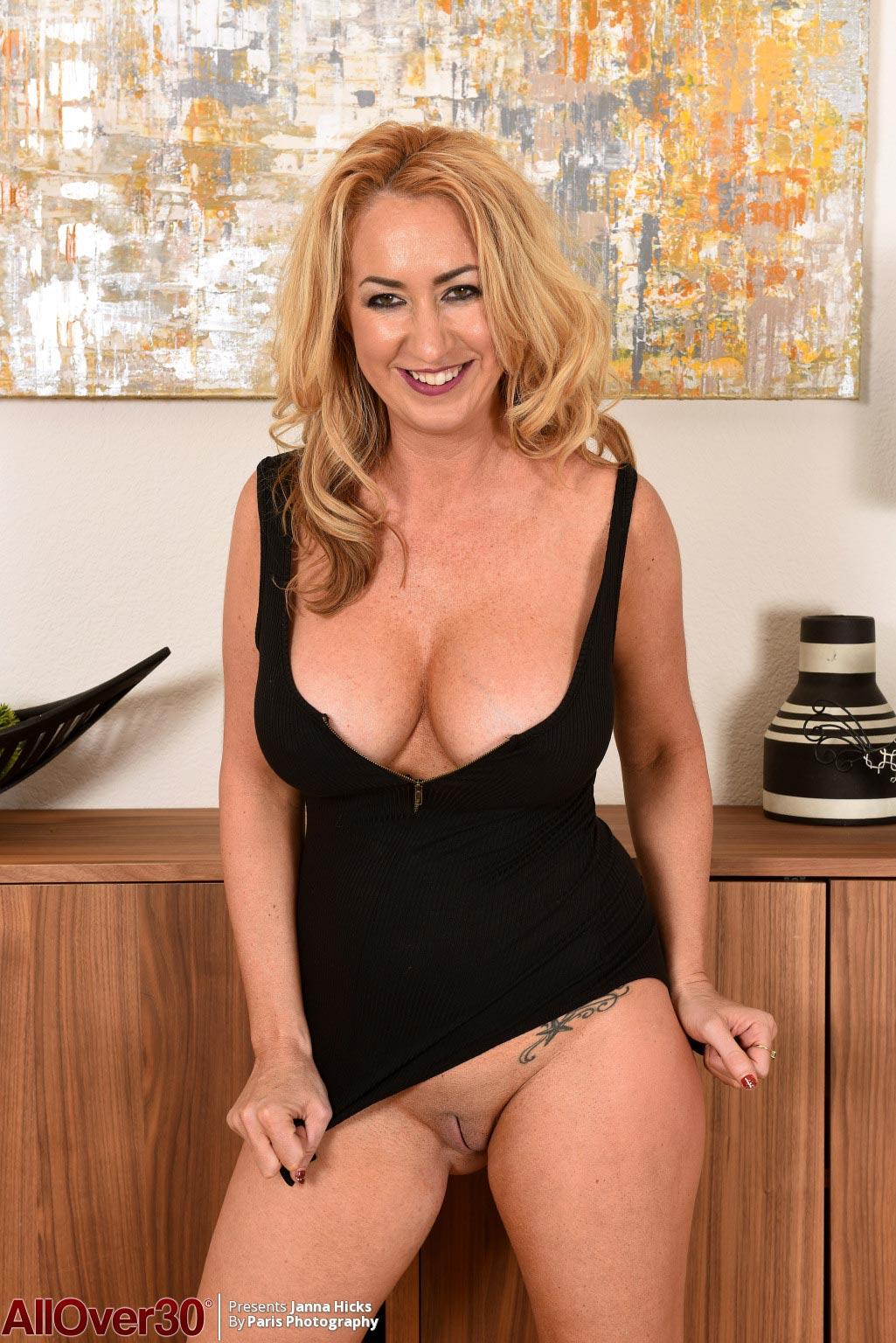 Janna Hicks Nude Busty Cougar In Heels-3238