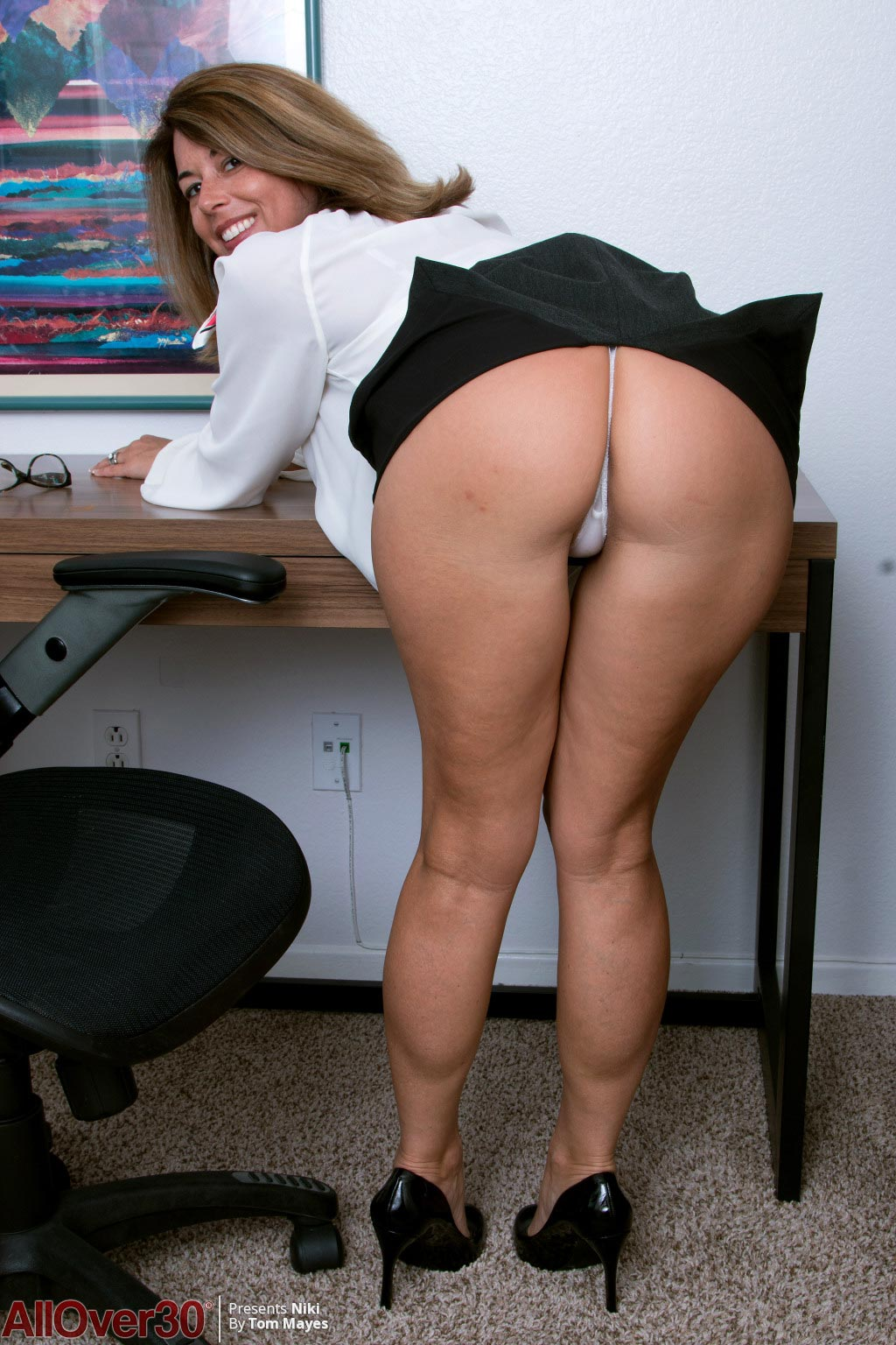 Yummy Niki Strips Naked in her Office