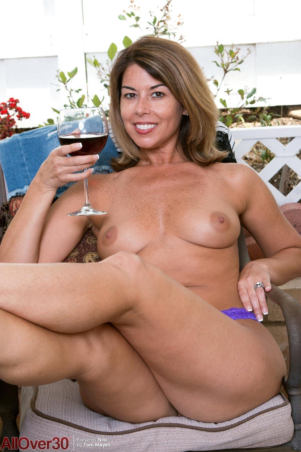 Niki Beautiful Nude Milf With A Sexy Booty-6653