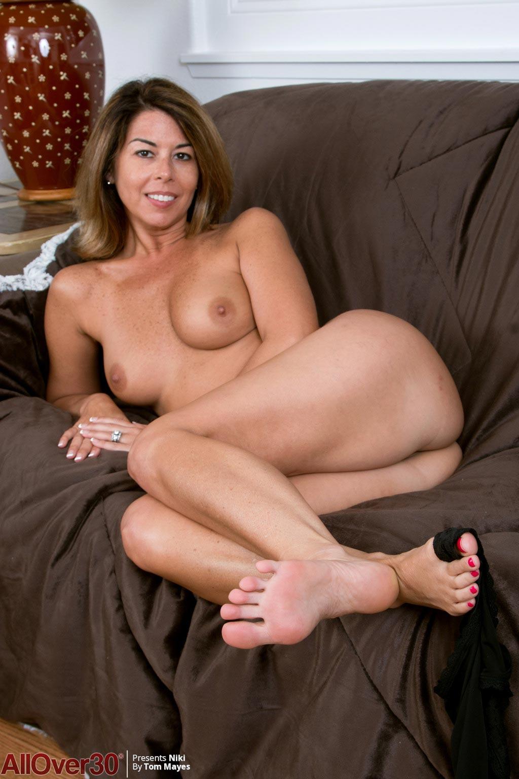 Yummy Niki Hot Milf With Sexy Feet-7432