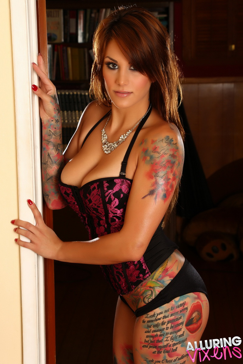 Nikki sexy — photo 12