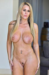 Nude divine Beauty is