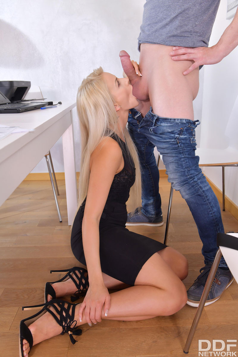 Free galleries of movies on her knees blowjob