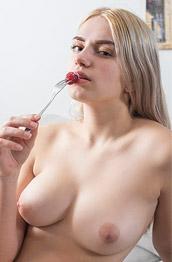 Susann Hairy Blonde Masturbates