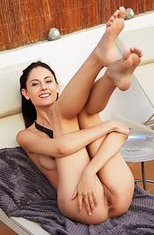 Sade Mare Leggy Nude Model