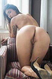Anna Jolie Spreads in Heels