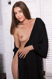 Sybil A Trimmed Natural Chick