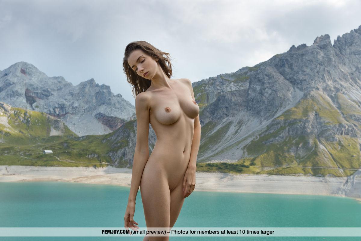 Beautiful Women In Naked