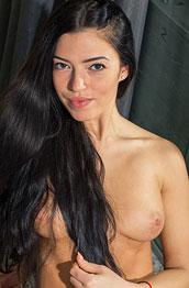 Midji Y Nude Brunette