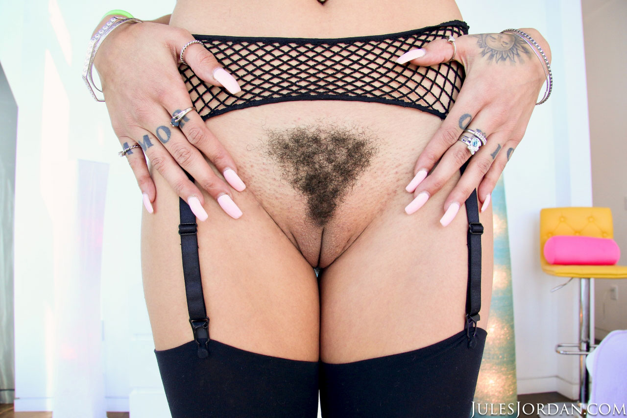 Sexy kayla fingering her hairy pussy