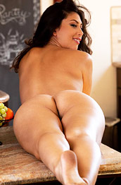 Lola Pearle Hairy Babe in the Kitchen
