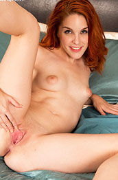 Amarna Miller Spreads her Pussy
