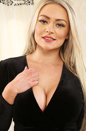 Curvy Amy S Takes off her Lingerie