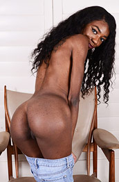 Chanel Skye Ebony Pussy on Display
