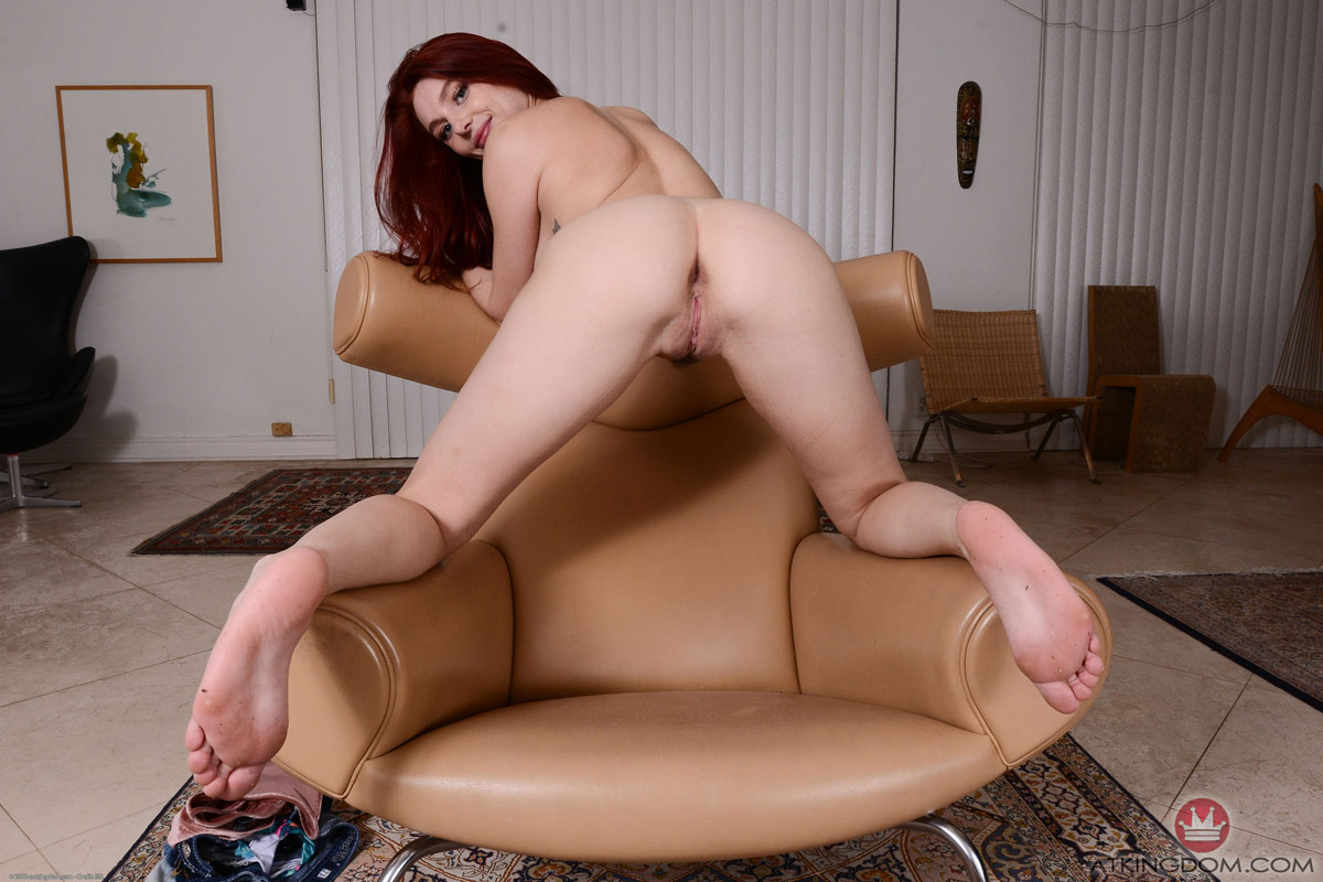 Lacy Lennon Trimmed Pussy
