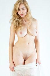 Theodora Curvy Nude Blonde