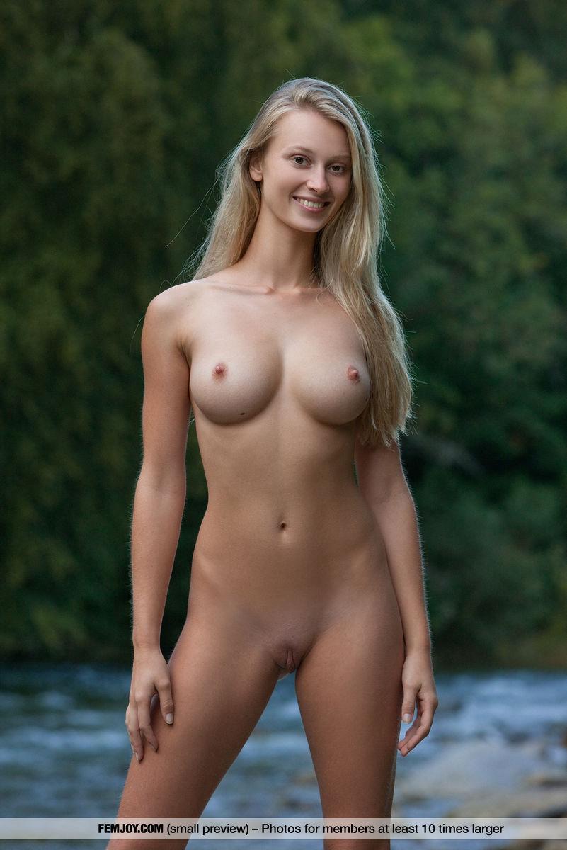 naked girl swim model