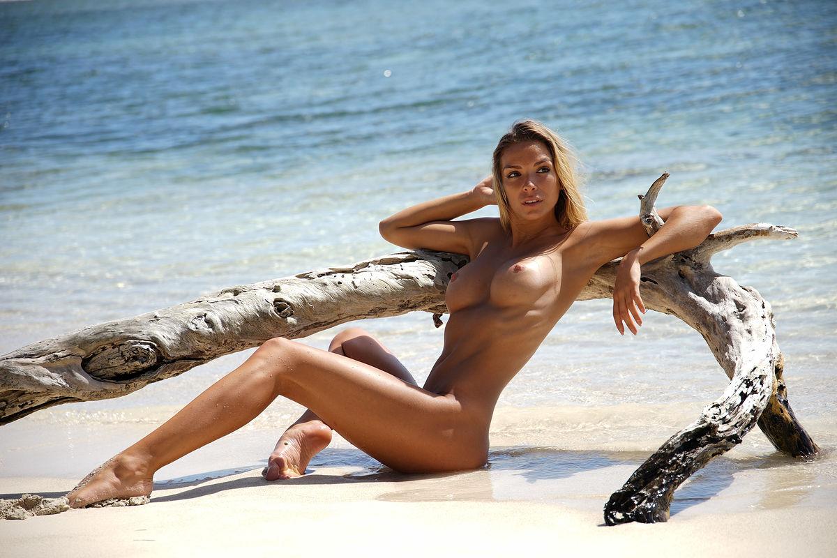 Amber A Nude Tan Beach Babe-8836